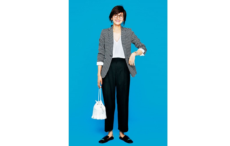 【4】ギンガムチェックジャケット×白カットソー×黒ズボン