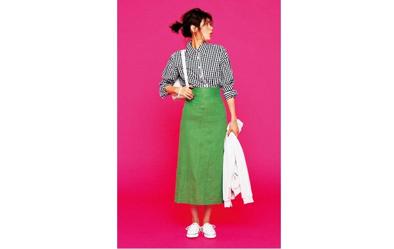 【5】ギンガムチェックシャツ×緑タイトスカート