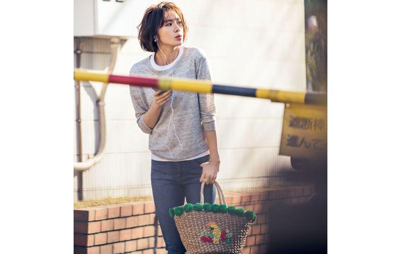 【6】ニット×ユニクロの白Tシャツ(J)×ユニクロのデニムパンツ(L)