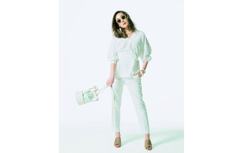 【9】白パンツ×長袖白ブラウス