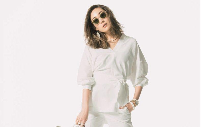 d30b1e72b77 夏におすすめのレディース向け白パンツコーデを大特集!おすすめの白パンツの着こなしや、白パンツのオフィスコーデ、白パンツに合う靴をご紹介します。