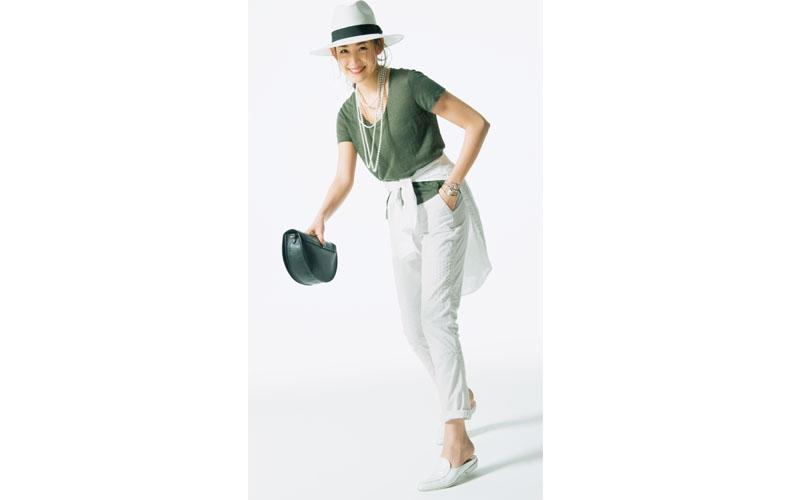 【4】カーキTシャツ×白パンツ×白帽子