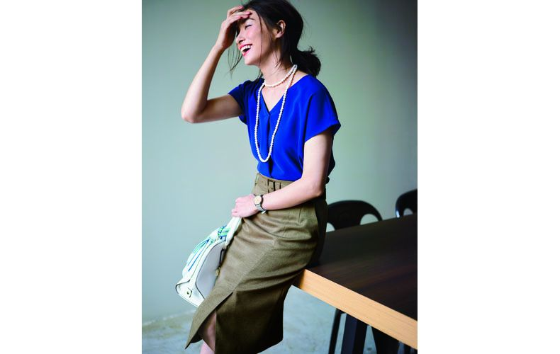 【9】青ブラウス×ブラウンタイトスカート