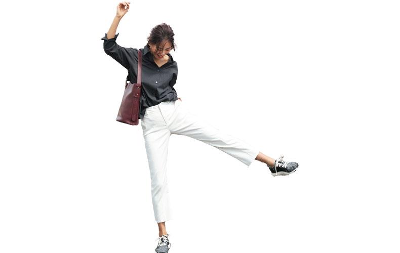 【10】白パンツ×黒シャツ