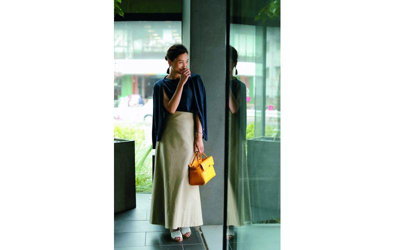 【5】ネイビーカーディガン×ネイビーニット×ベージュロングスカート
