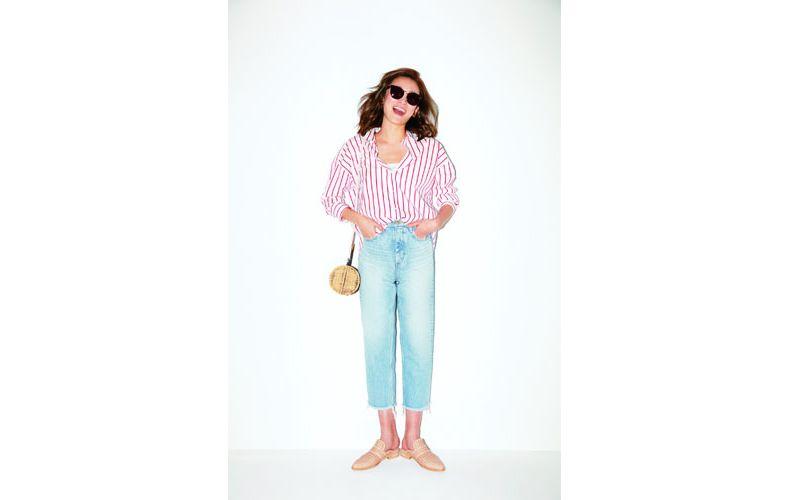 【4】ストライプシャツ×水色デニムパンツ