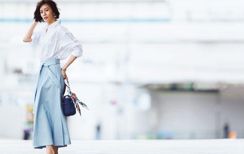 【6】白シャツ×水色フレアスカート