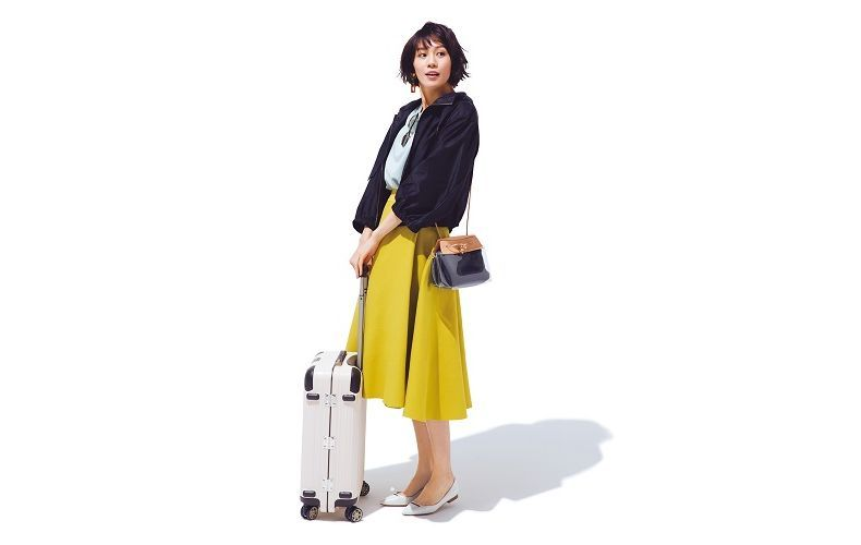 【1】白トップス×ブルゾン×マスタード色フレアスカート