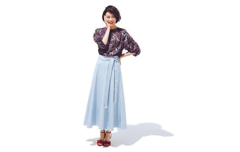 【9】花柄ブラウス×水色ロングスカート