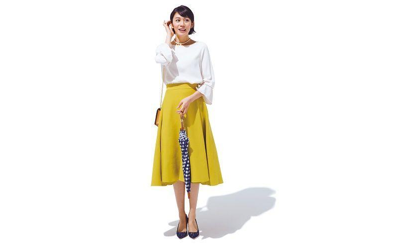 【6】白トップス×黄色フレアスカート
