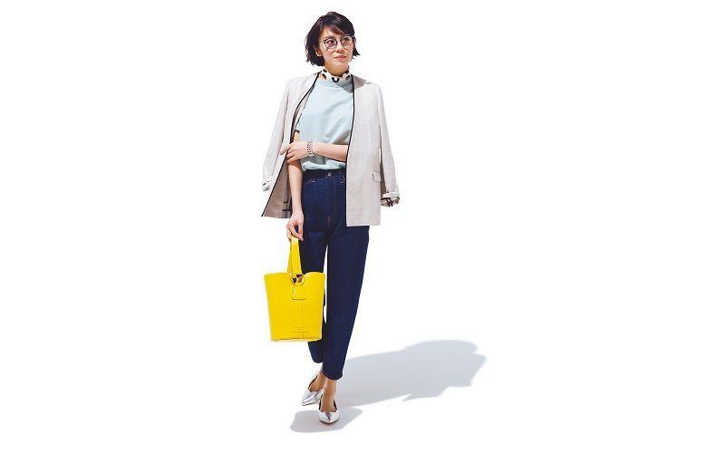 【2】水色トップス×青デニムパンツ×ノーカラー白ジャケット