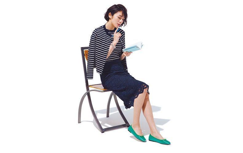 【4】ネイビーレースタイトスカート×緑ぺたんこ靴