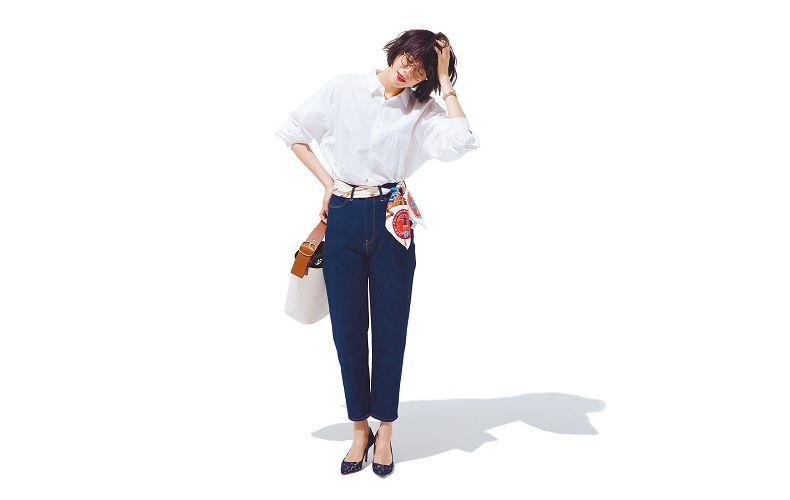 【7】デニムパンツ×長袖白シャツ
