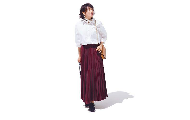 【8】ボルドーロングプリーツスカート×長袖白シャツ
