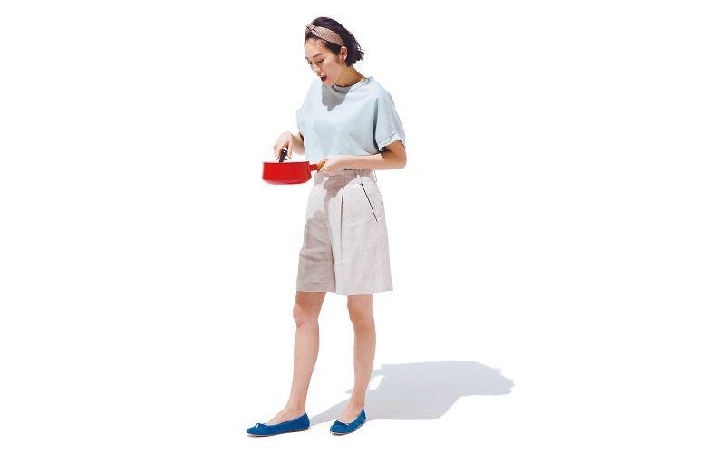 【9】水色トップス×ショートパンツ×青ぺたんこ靴
