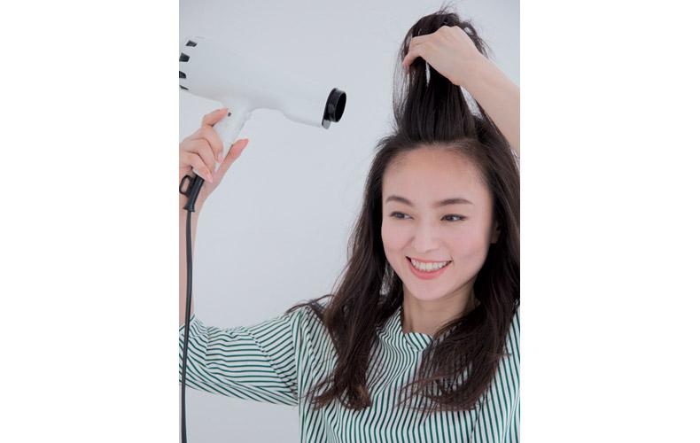 コテを使った流し前髪の作り方