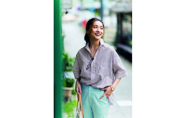 【7】ストライプシャツの前だけイン×水色パンツ