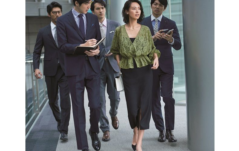 【1】緑レースブラウス×ネイビータイトスカート