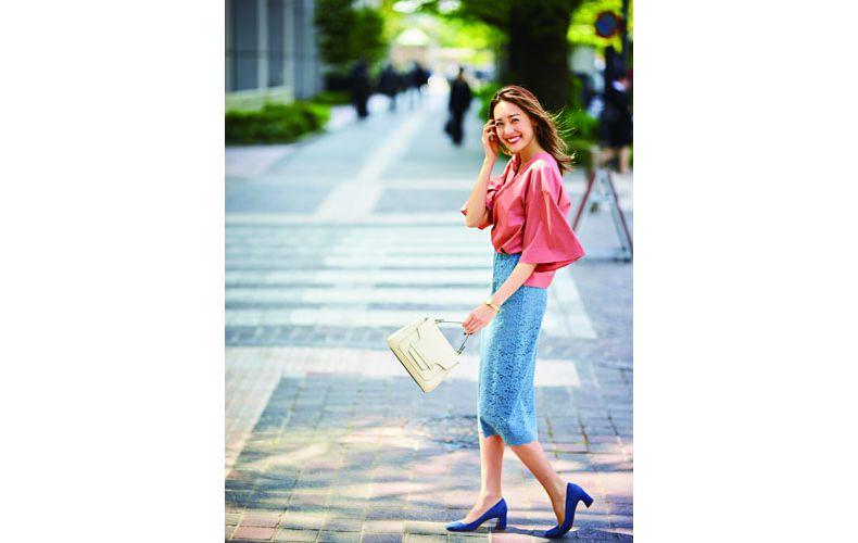 【1】水色レースタイトスカート×濃いピンクブラウス