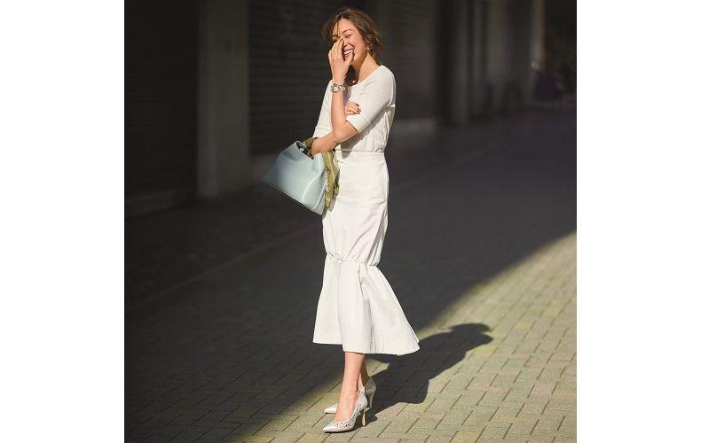 【6】白カットソー×白ギャザースカート
