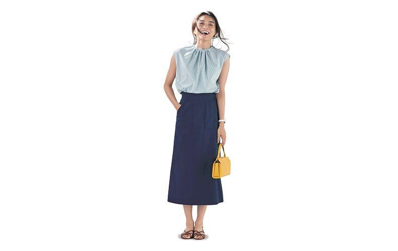 【4】ストライプブラウス×ネイビータイトロングスカート