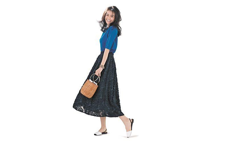 【5】青ニット×ネイビーレースロングスカート