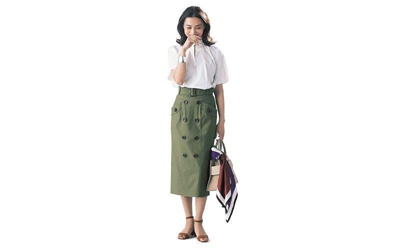 【8】半袖白ブラウス×カーキタイトスカート