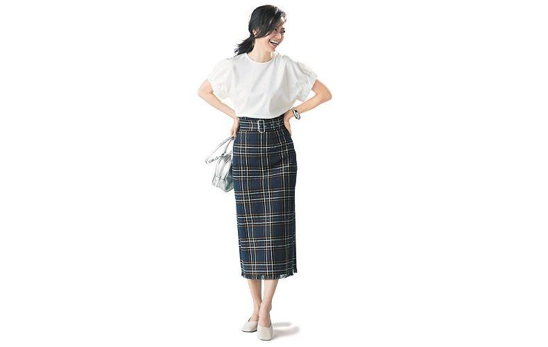 【6】半袖白プルオーバー×チェックタイトスカート