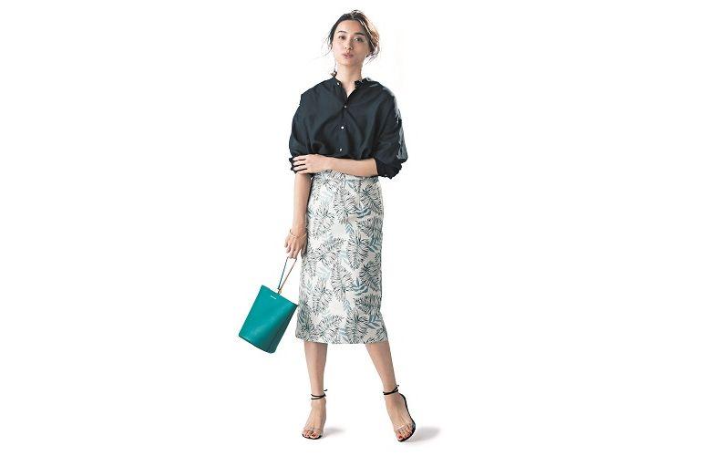 【9】ボタニカル柄ジャカードスカート×黒シャツ