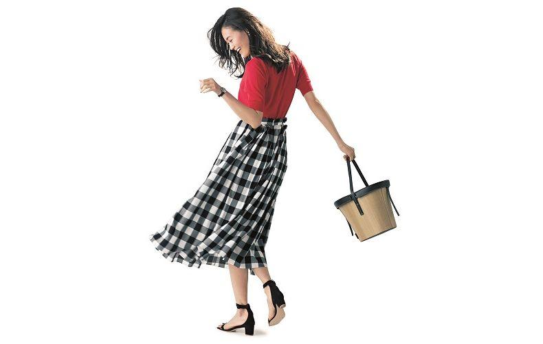 【9】赤ニット×チェックフレアロングスカート
