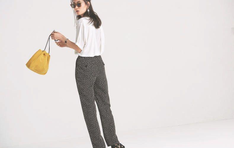 【3】白Tシャツ×ドット黒ズボン