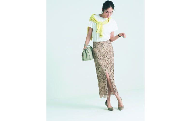 【10】黄色カーディガン×白Tシャツ×ベージュロングタイトスカート