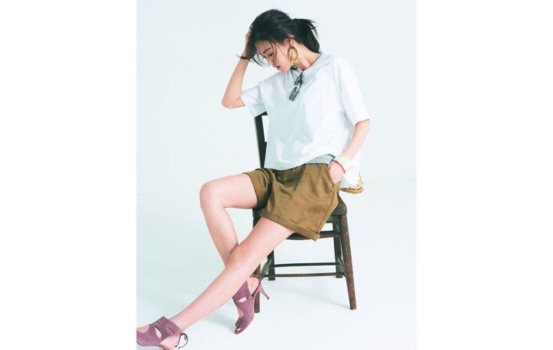 【9】ビッグ白Tシャツ×タンクトップ×キャメルショートパンツ