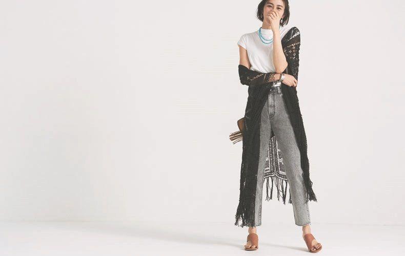 【2】白Tシャツ×黒ガウン×黒デニムパンツ
