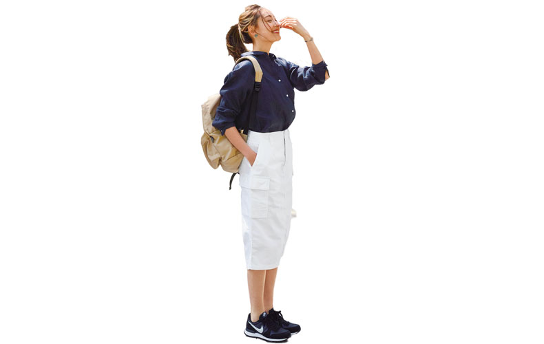 【8】紺シャツ×白タイトスカート