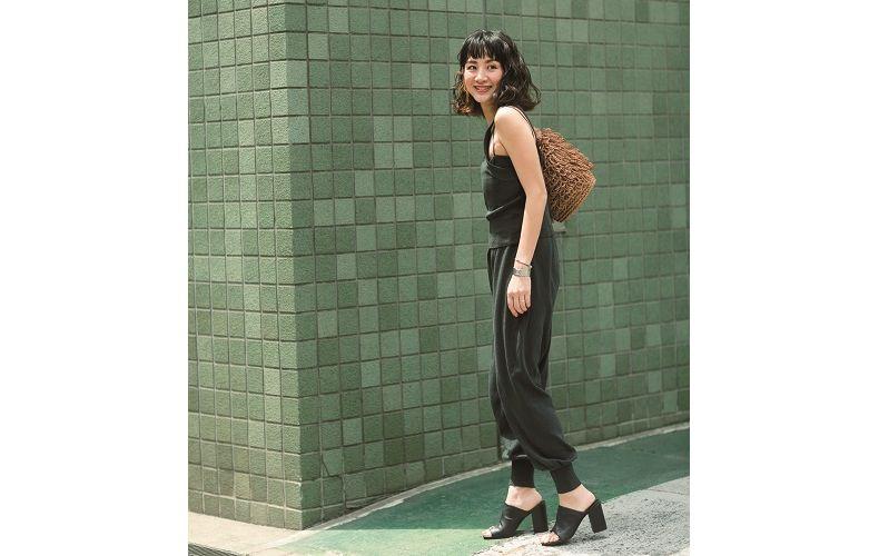 【3】黒タンクトップ×黒ニットパンツ