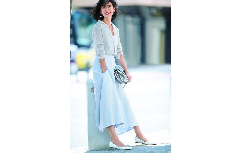 【5】シャツ×タンクトップ×水色フレアスカート