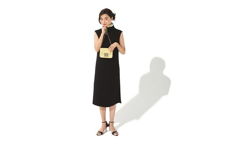 【1】スカーフ×黒サンダル×ノースリーブ黒ワンピース
