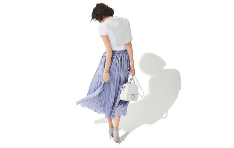 【6】白Tシャツ×ラベンダープリーツスカート×白ショルダーバッグ
