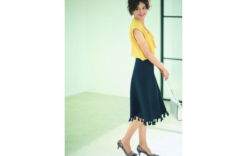 【1】ノースリーブ黄色ブラウス×黒フレアスカート