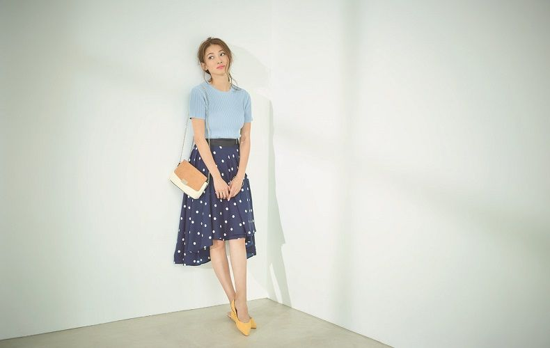 【9】水色ニット×ドット青フレアスカート×ショルダーバッグ