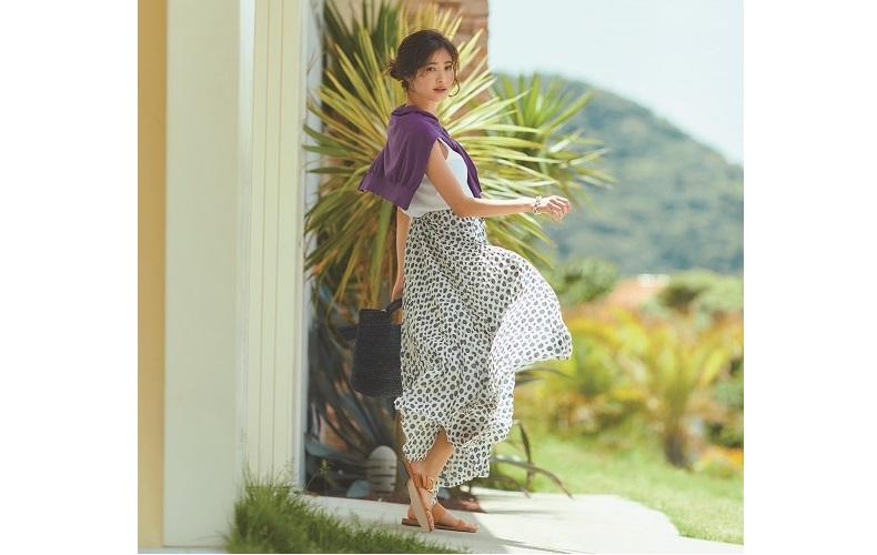 【10】白カットソー×紫カーディガン×白プリーツスカート