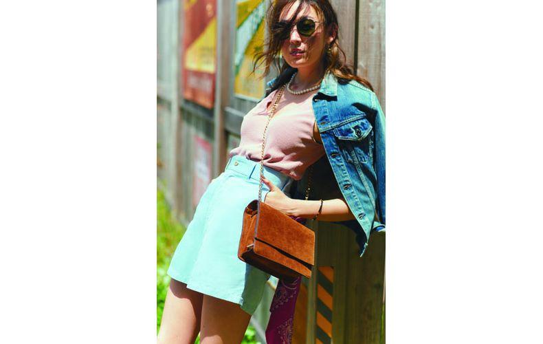 【2】ピンクニット×水色ショートパンツ×デニムジャケット