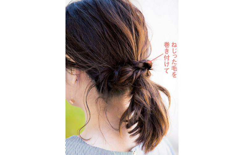 【2】ねじりをプラスした華やかまとめ髪