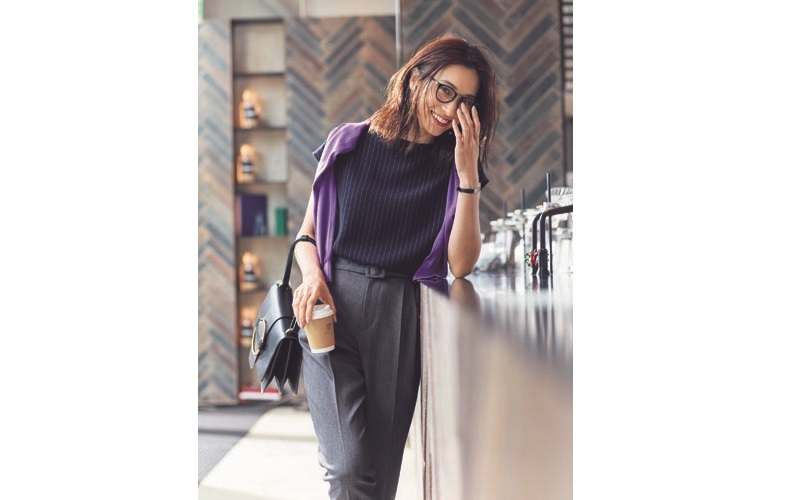 【9】紫カーディガン×ネイビートップス×グレーハイウエストパンツ