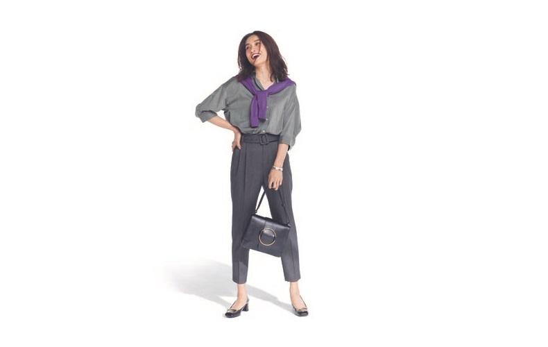【1】カーキシャツ×グレークロップドパンツ×紫カーディガン