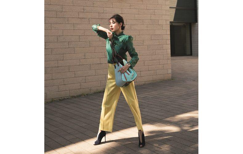【1】黄色ワイドパンツ×緑シャツ