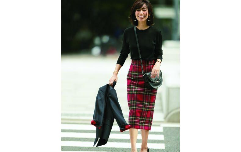 【1】黒ニット×チェックタイトスカート×黒ジャケット