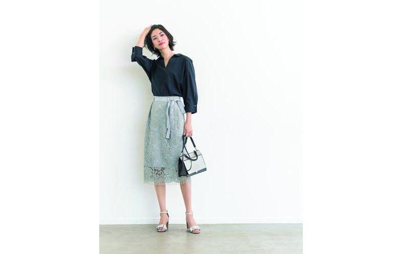 【7】ライトブルーレーススカート×黒シャツ