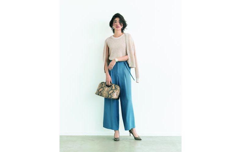 【11】水色ワイドパンツ×ベージュニット&カーディガン
